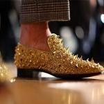 Золотые мокасины поступили в продажу в одном из бутиков в Дубае